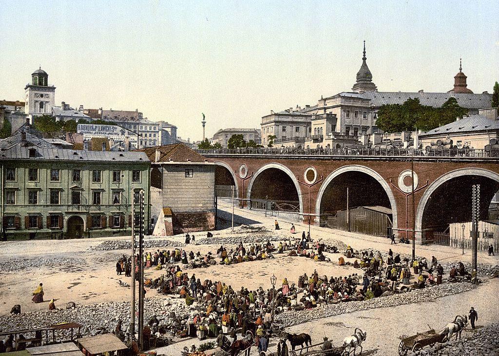 Marché de Mariensztat sous le Palais Royal de Varsovie.