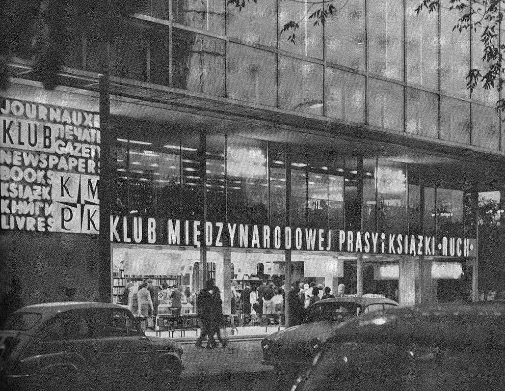 Architecture moderniste à Varsovie : Grands magasins sur la Marszalkowska en 1975 - Photo E. Kupiecki