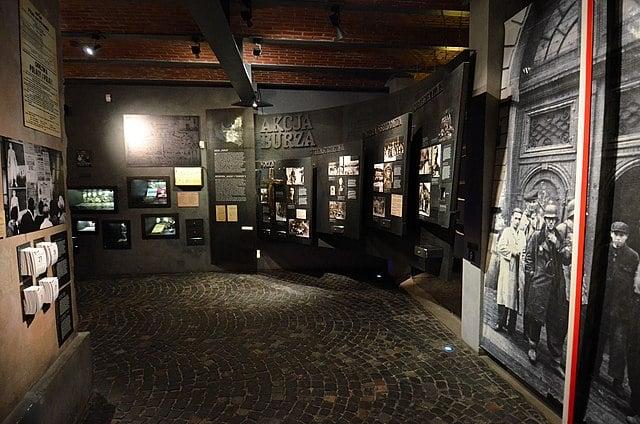 Intérieur du musée de l'insurrection de Varsovie.