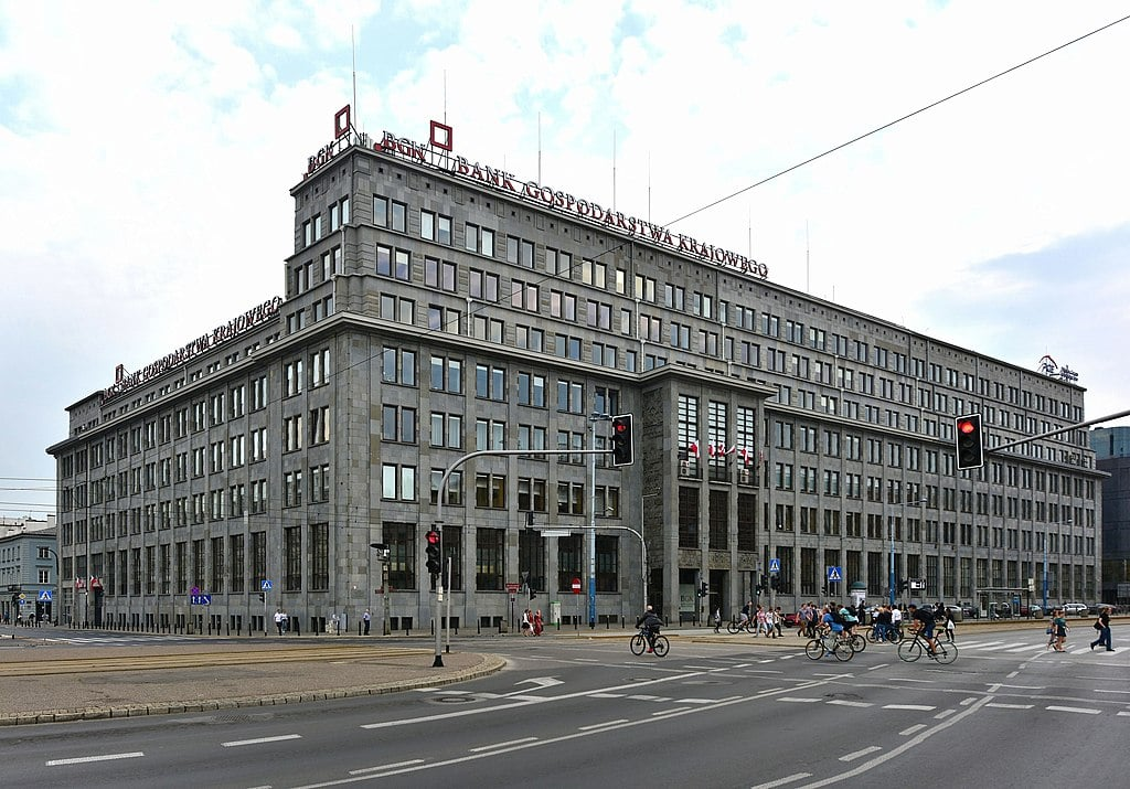 Banque devenu siège du PC devenu bourse de Varsovie - Photo d'Adrian Grycuk