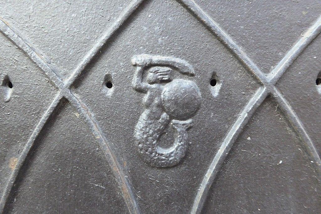 La petite sirène de Varsovie sur une plaque en métal - Photo d'Ethan Doyle Whit