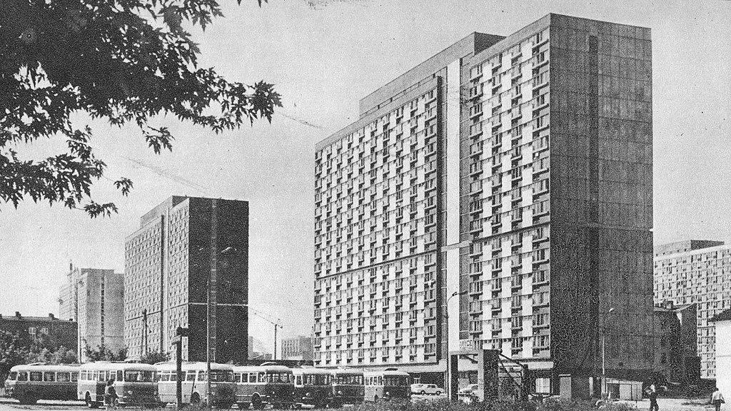 Architecture moderniste à Varsovie : Cité Za Żelazną Bramą dans le quartier de Wola dans les années 1970.