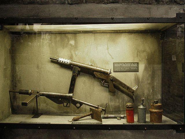 Musée de l'insurrection de Varsovie : Armes rudimentaires utilisées par les insurgés.