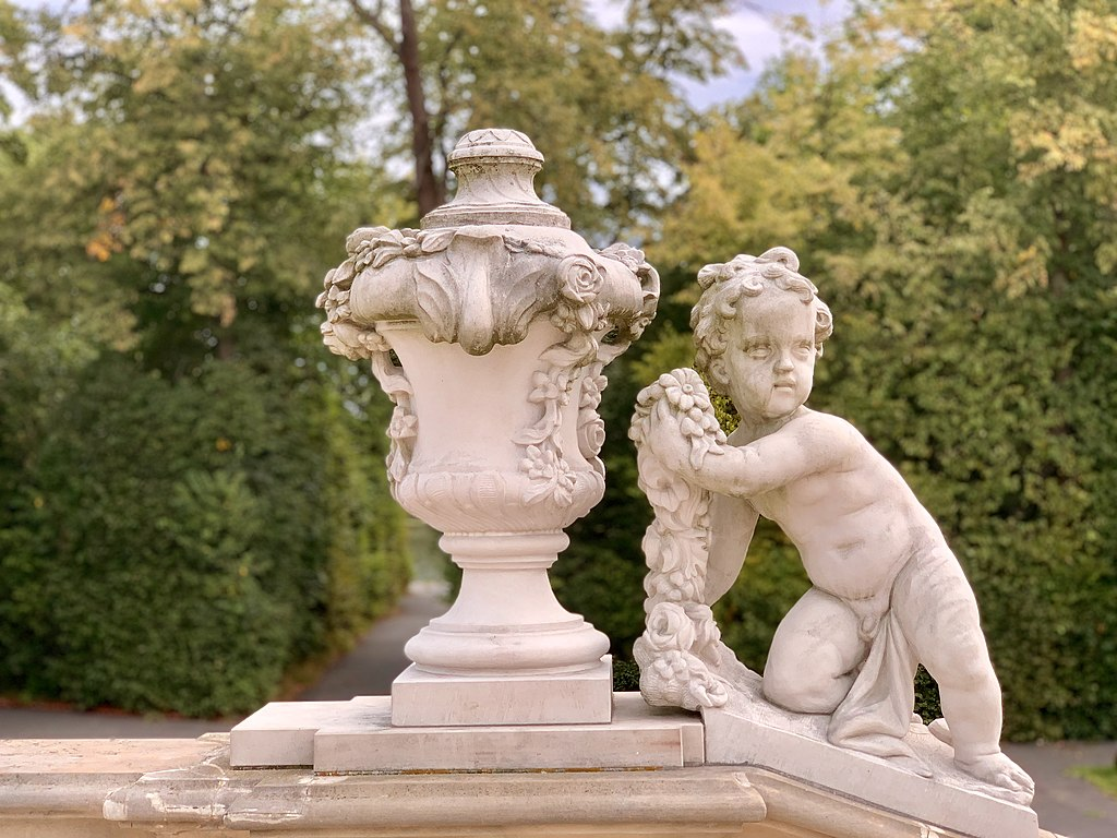 > Sculpture dans le parc de Wilanow à Varsovie. Photo de Kgbo