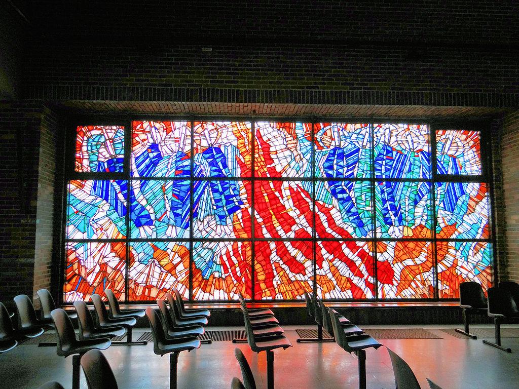 Vitraux dans l'église Kościół Najświętszej Maryi Panny Matki Kościoła à Varsovie - Photo de Jolanta Dyr