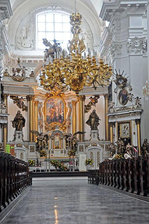 Intérieur de l'église des Carmélites à Varsovie.