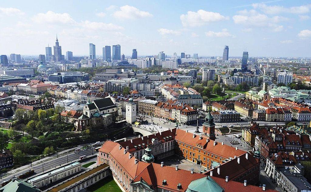 > Vue panoramique Varsovie avec le Chateau Royal et la Vieille Ville au premier plan. Photo de Lemarx.