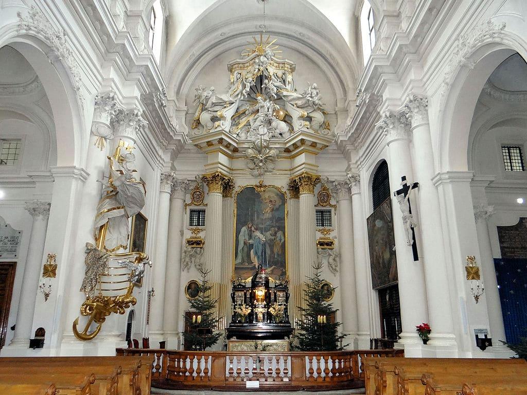 Autel de l'église des Visitandines à Varsovie - Photo de Jolanta Dyr