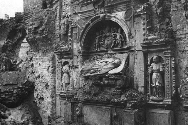 Tombeau maniériste de l'église Sainte Hyacinthe, détruit pendant la 2nde guerre mondiale.