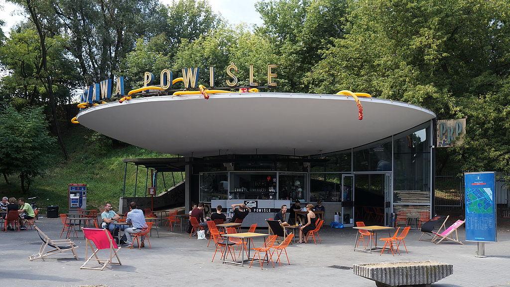 Gare PKP et café de Powisle à Varsovie. Photo de Radek Kolakowski