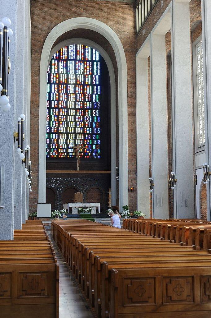 Eglise Sw Michał Archanioł réalisé par Władysław Pieńkowski dans le quartier de Mokotow à Varsovie - Photo de Cezary p