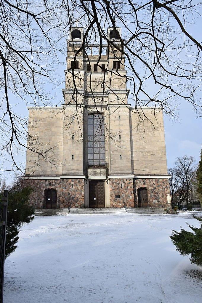 Eglise Świętej Teresy od Dzieciątka Jezus dans le quartier de Nowe Włochy à Varsovie - Photo de Malifik