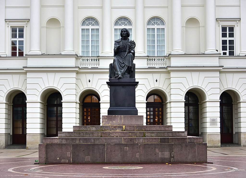 Statue de Nicolas Copernic à Varsovie - Photo de Adrian Grycuk