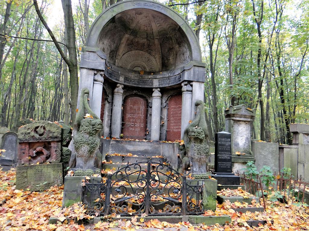 Sculpture des Trois Ecrivains d'Abraham Ostrzeg dans le cimetière juif de Varsovie - Photo de Jolanta Dyr