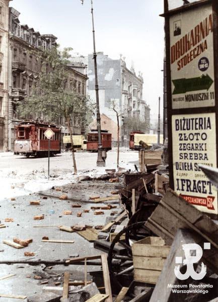 Extrait d'un film en couleur sur l'insurrection de Varsovie.