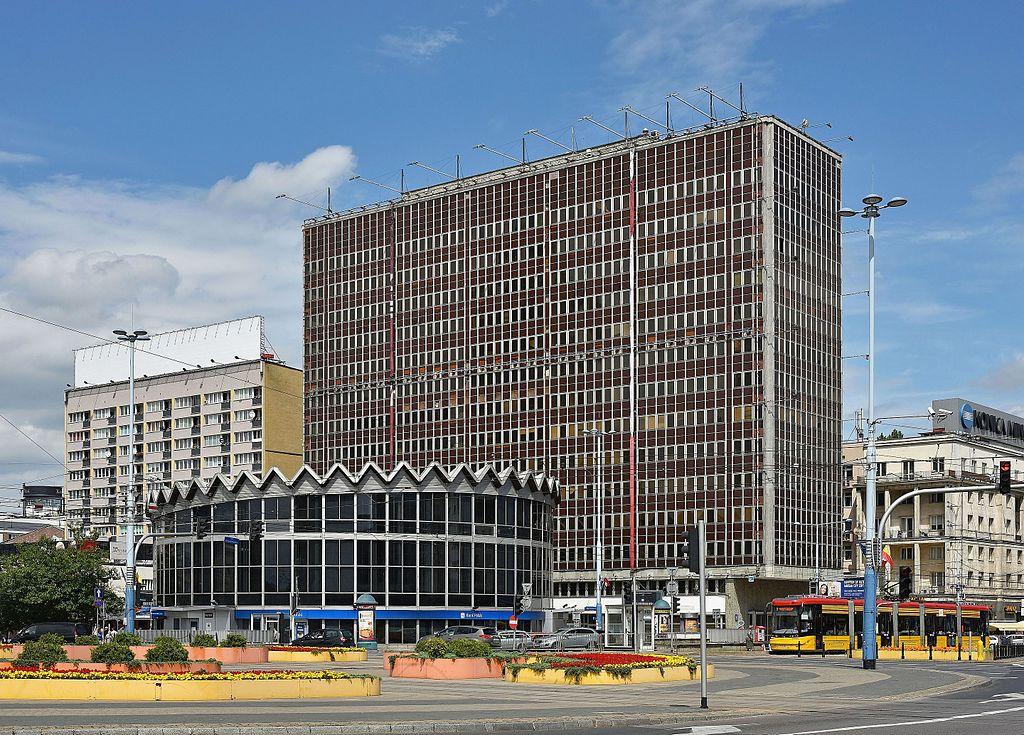 Architecture moderniste à Varsovie : La Rotunde et le batiment Universal - Photo d'Adrian Grycuk