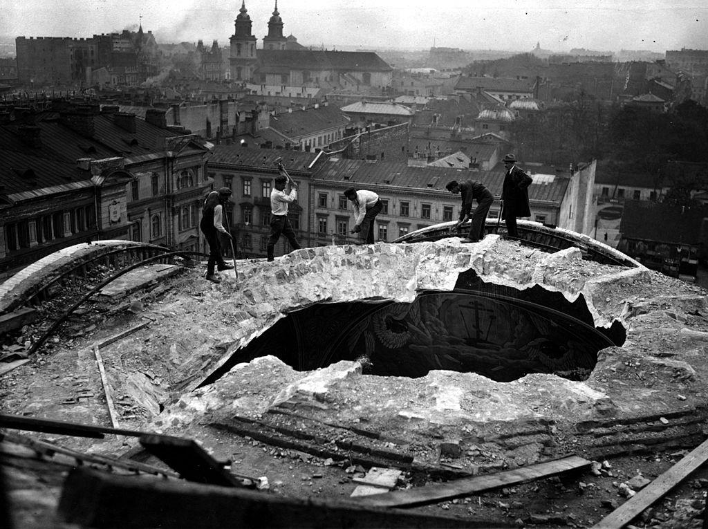 Destruction de la Cathédrale orthodoxe Alexander Nevsky à Varsovie.
