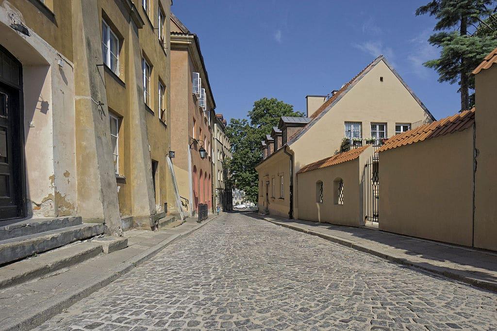 Dans la rue Brzozowa dans la Vieille Ville de Varsovie - Photo d'Arkadiusz Zarzecki