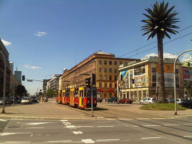 Tramway à Varsovie sur le rond point du Général de Gaulle.