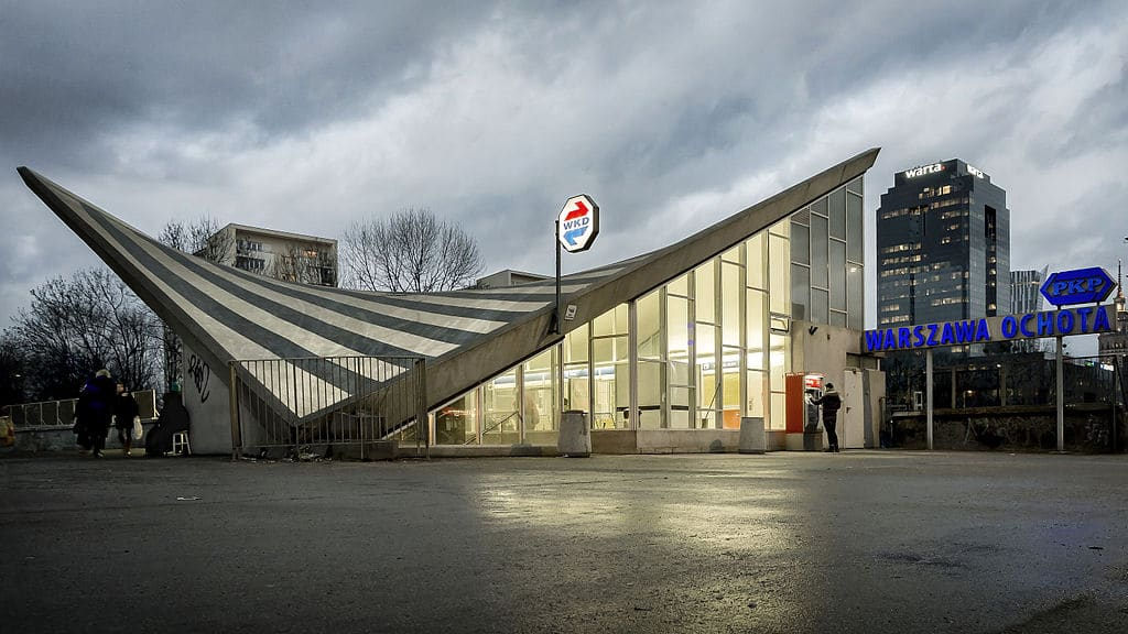 Architecture moderniste de Varsovie : Gare PKP Ochota. Photo de Radek Kolakowski