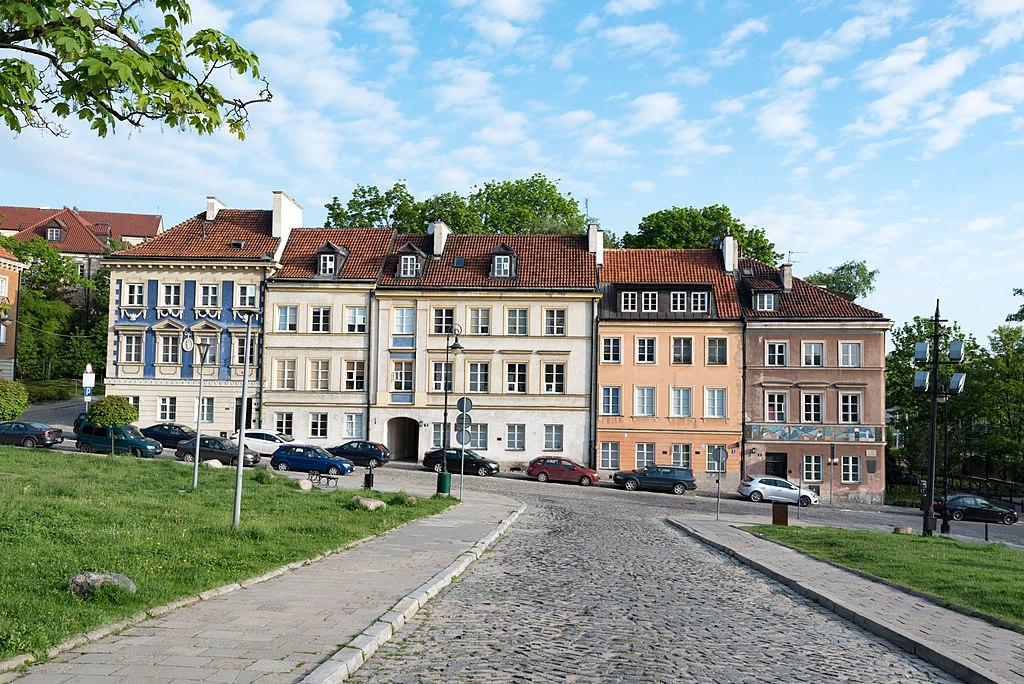 Sur le bas de la rue Mostowa près de la rive du fleuve dans la Nouvelle Ville de Varsovie - Photo de Tilman2007