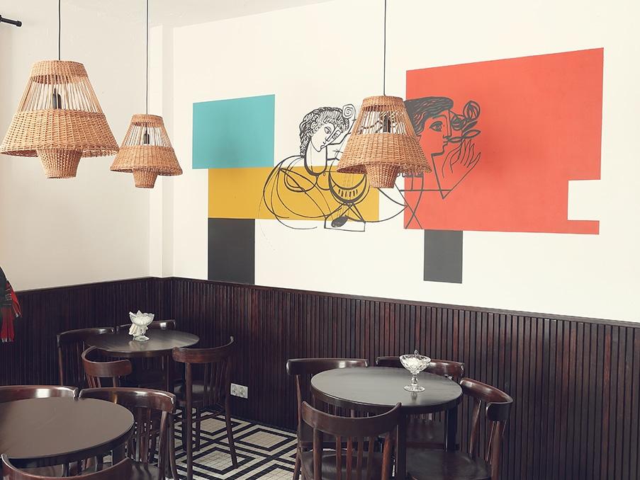 Dans le café du musée du PRL à Varsovie.