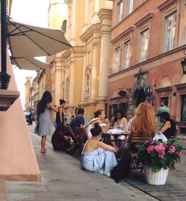 Café Shabby Chic Coffee & Wine Bar à Varsovie.