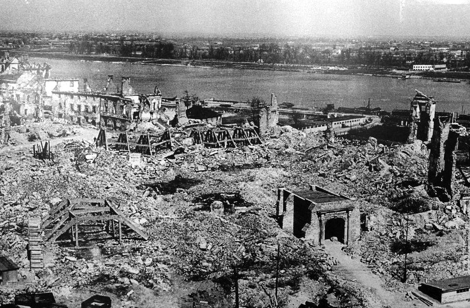 Palais Royal de Varsovie en ruine. Photo d'Alfred Funkiewicz