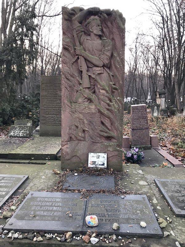Stèle en l'honneur d'un combattant socialiste (Bund) du ghetto de Varsovie.