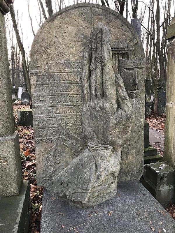 Tombe de Chewel Buzgan, réalisateur et acteur mort en 1971.