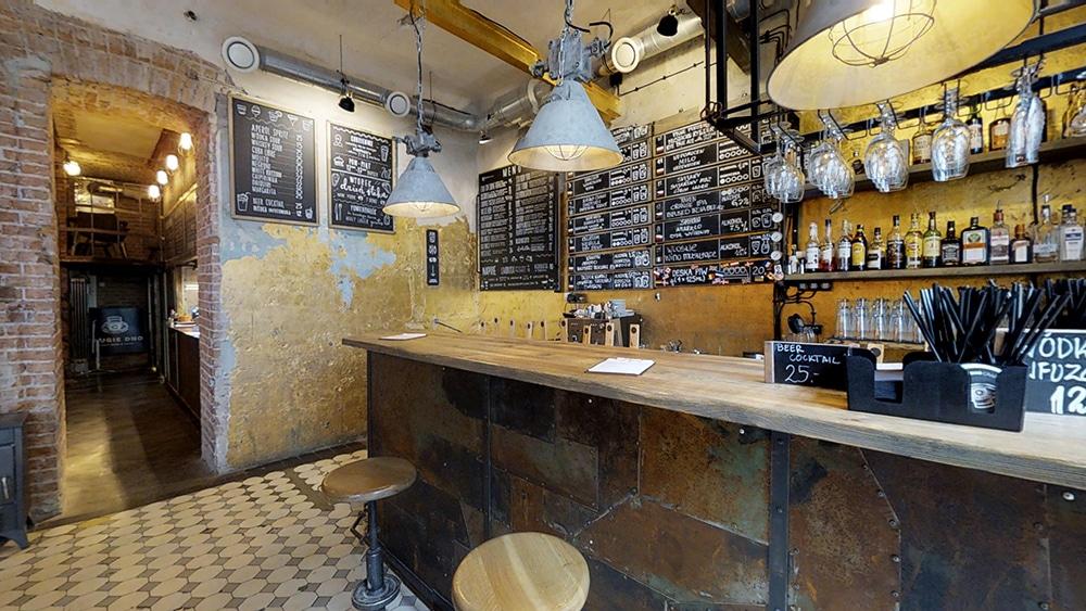 Bar à bière Drugie Dno à Varsovie.