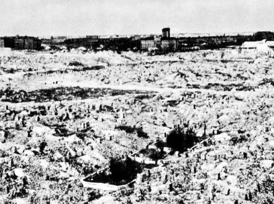 Ruines du ghetto de Varsovie après sa destruction systématique par l'armée allemande.