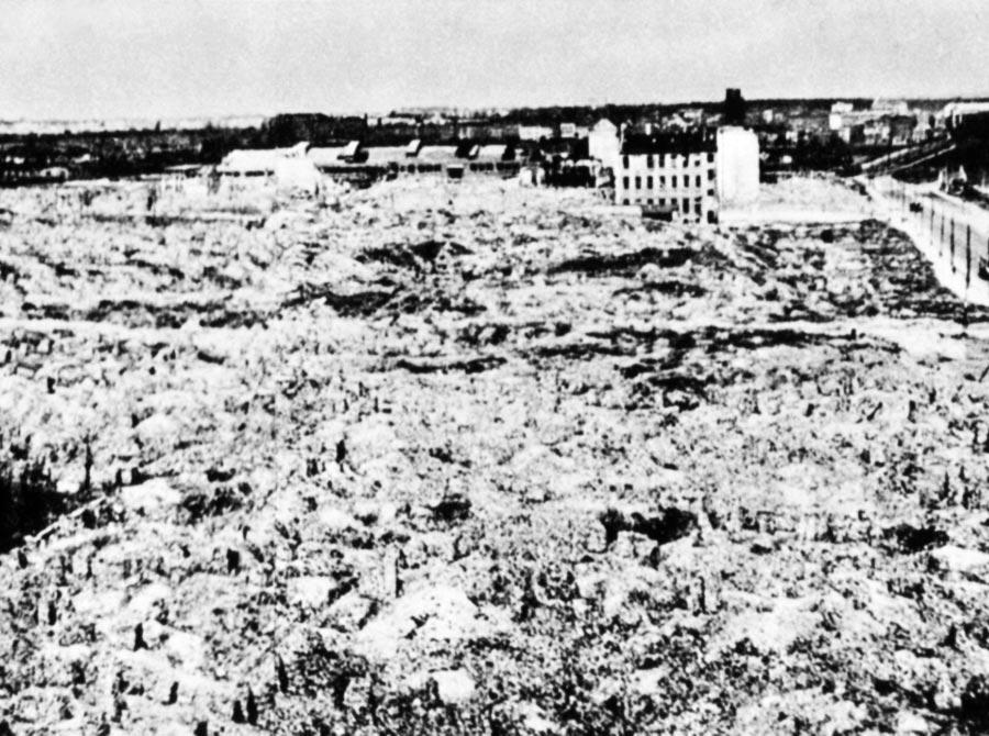Les ruines du ghetto de Varsovie après l'insurrection.