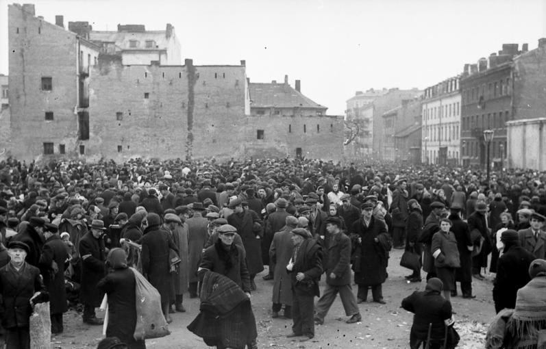 Marché du ghetto de Varsovie, juin 1941.