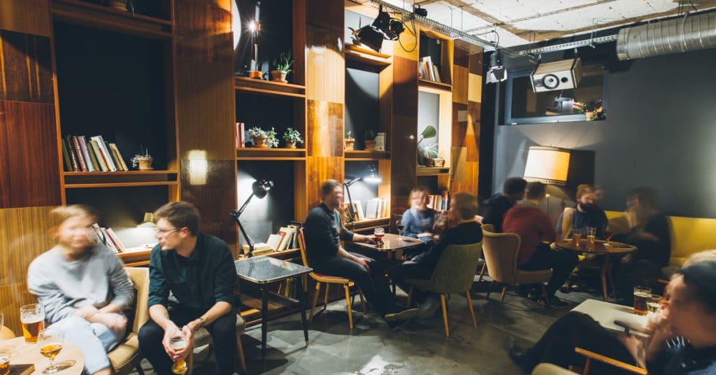 Bar à bière Kapse i Kufle à Varsovie, en photo le bar de Powisle.