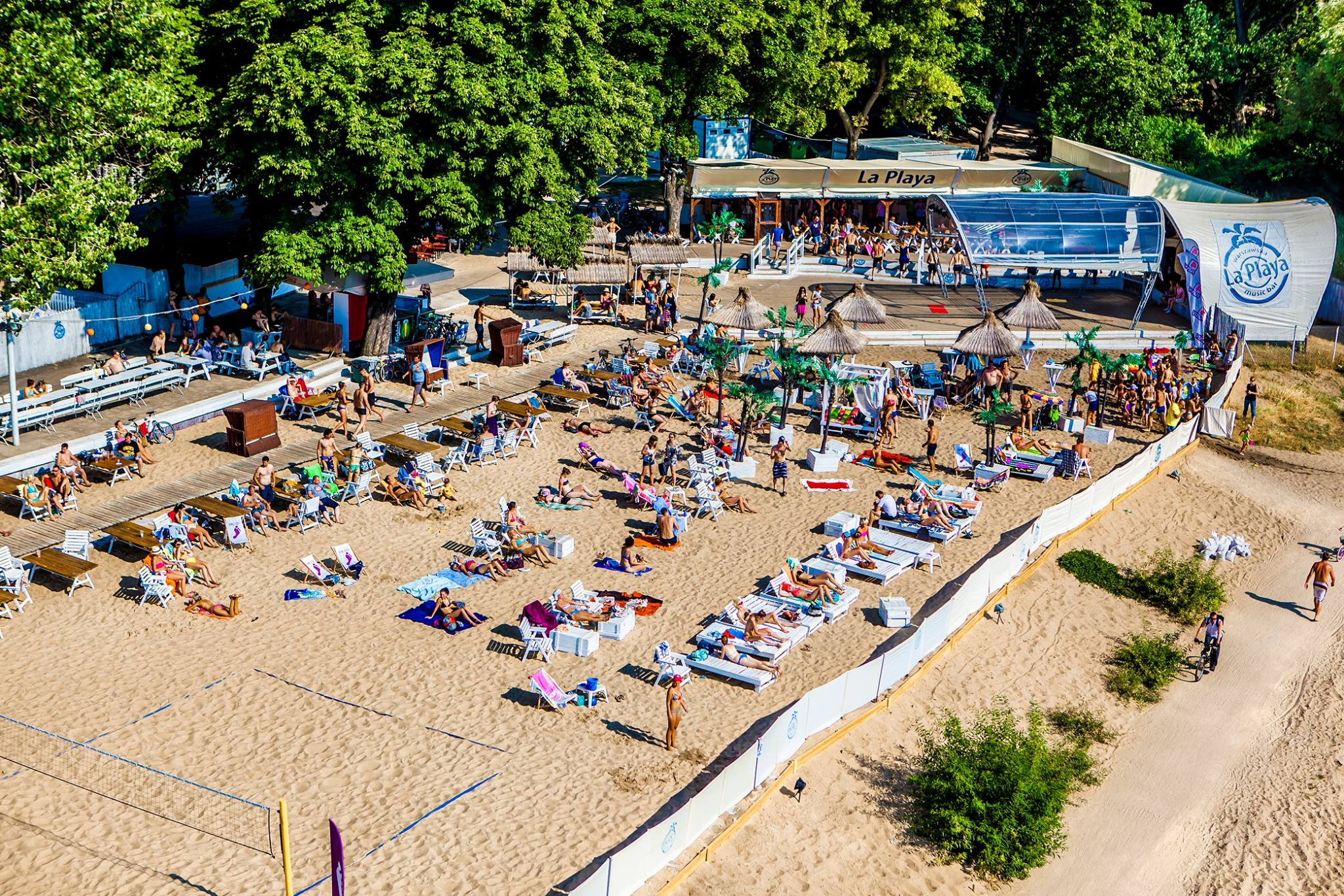 La Playa, beach-party à Varsovie les pieds dans le sable [Praga]