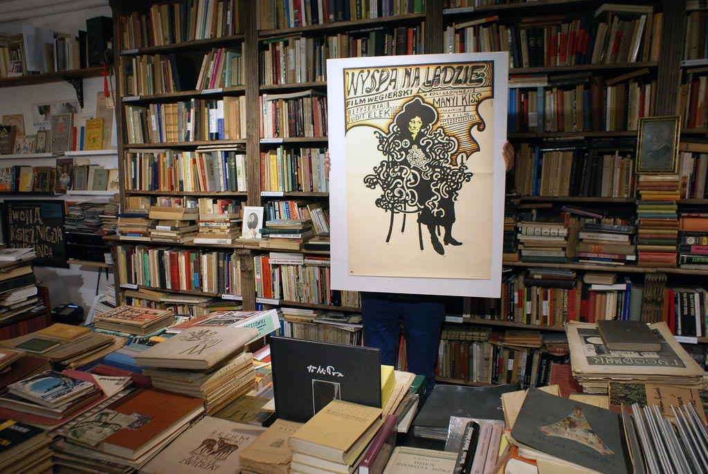 Affiche polonaise d'un film hongrois à la librairie Antykwariat Kwadryga à Varsovie.