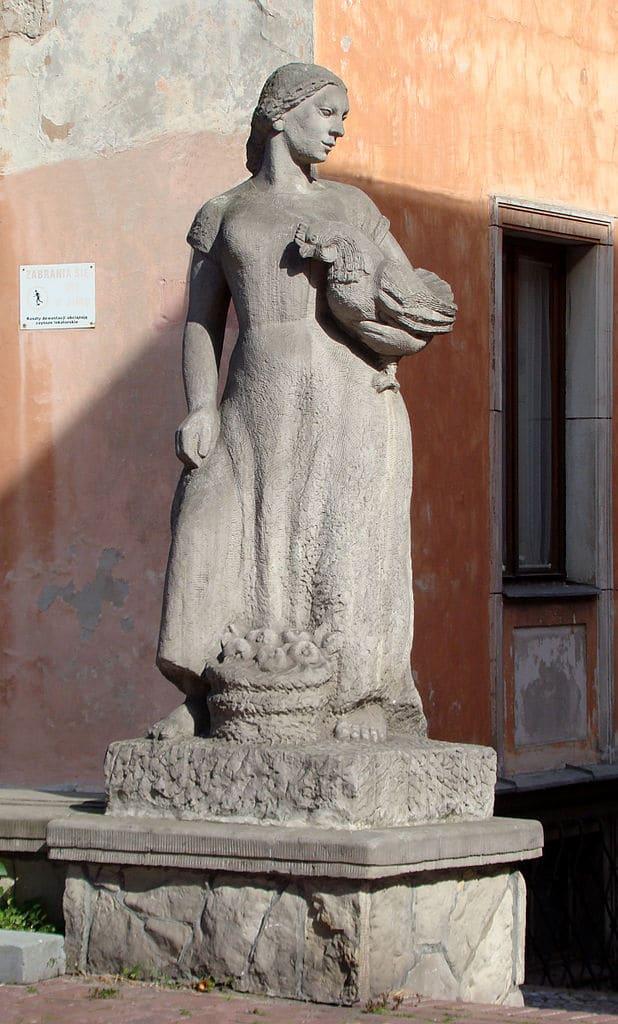 Statue de Barbara Zbrożyna d'une marchande avec une poule. dans le quartier de Mariensztat à Varsovie - Photo de Szczebrzeszynski