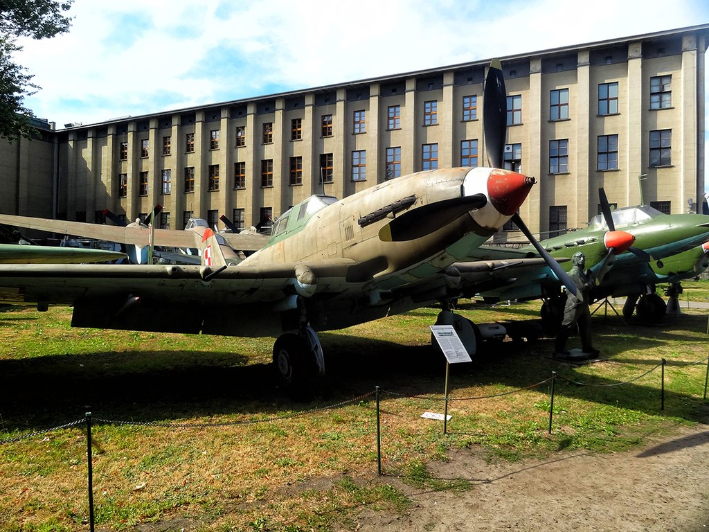 Avions dans le musée de l'armée polonaise à Varsovie - Photo de Валерий Дед