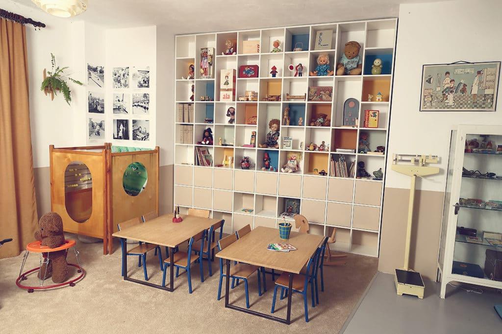 Mobilier et jouet de la maternelle dans le musée du PRL à Varsovie.