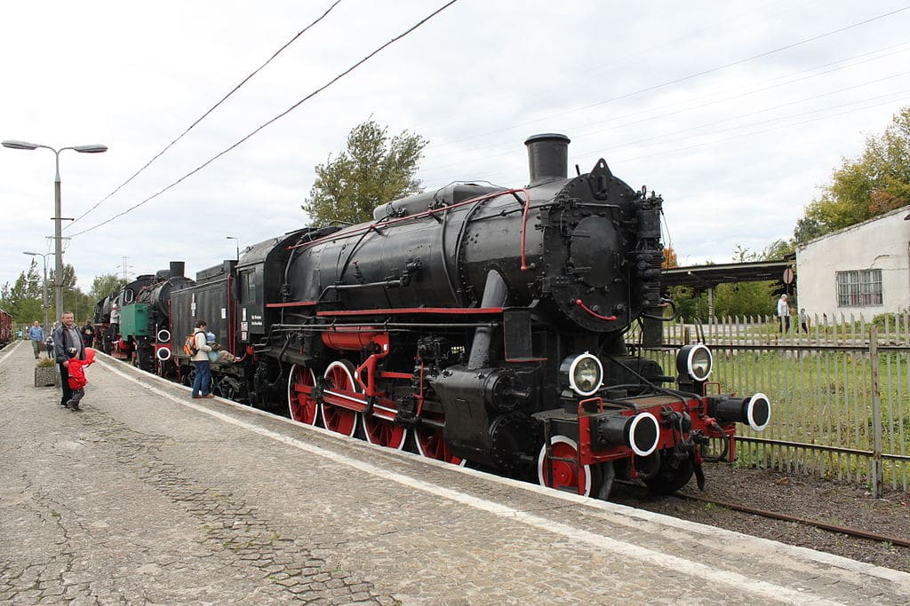"""Locomotive américaine """"Crusier """" dans le musée du train de Varsovie."""
