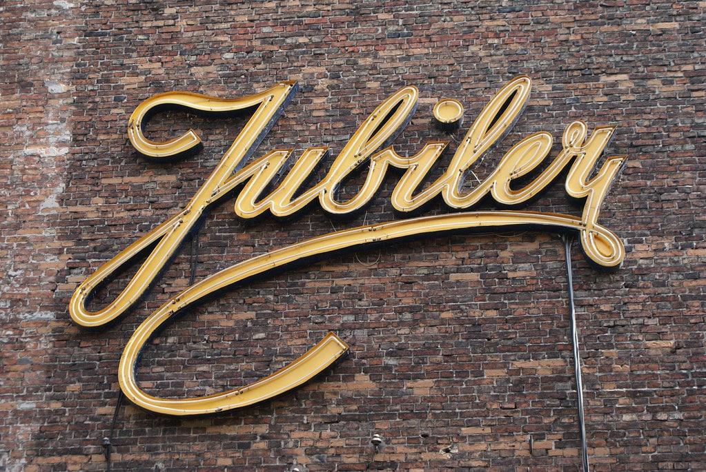 Jubiler, Musée du néon à Varsovie dans le quartier de Praga.