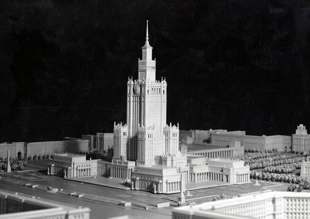 Maquette du complexe du Palais de la Culture à Varsovie.