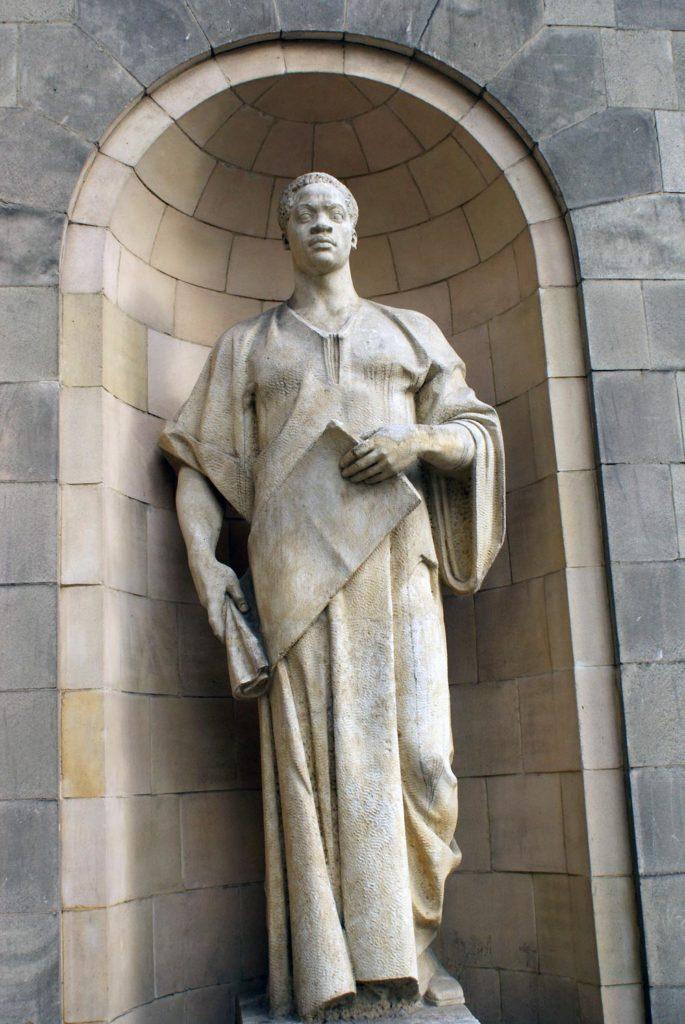 Sculpture autour du PKiN à Varsovie.