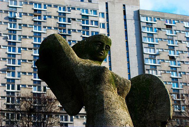 Sirene de Varsovie dans le quartier de Żelazna Brama / Wola - Photo de Weg0rz.