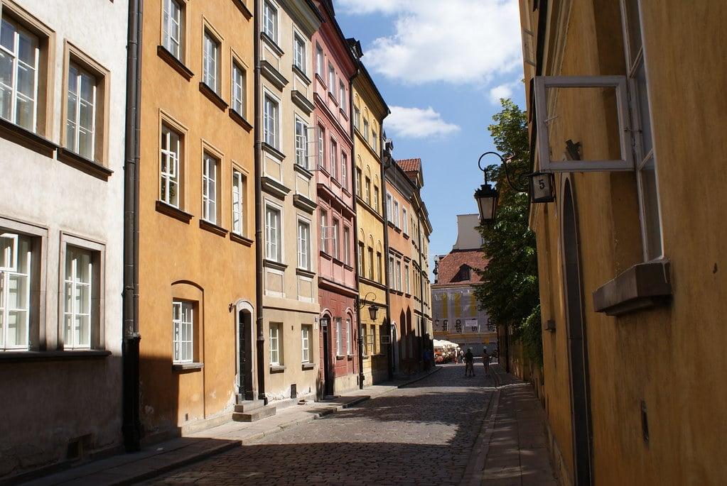 Une rue de la Vieille Ville de Varsovie.