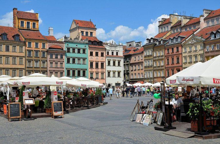 Sur la place du marché de la Vieille Ville de Varsovie.