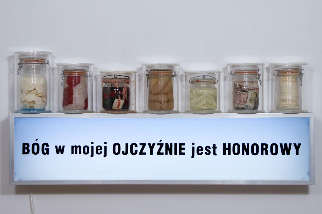 """""""Bog w mojej ojczyznie jest honorowy"""" de R.Rumas au musée d'art contemporain Zacheta à Varsovie."""