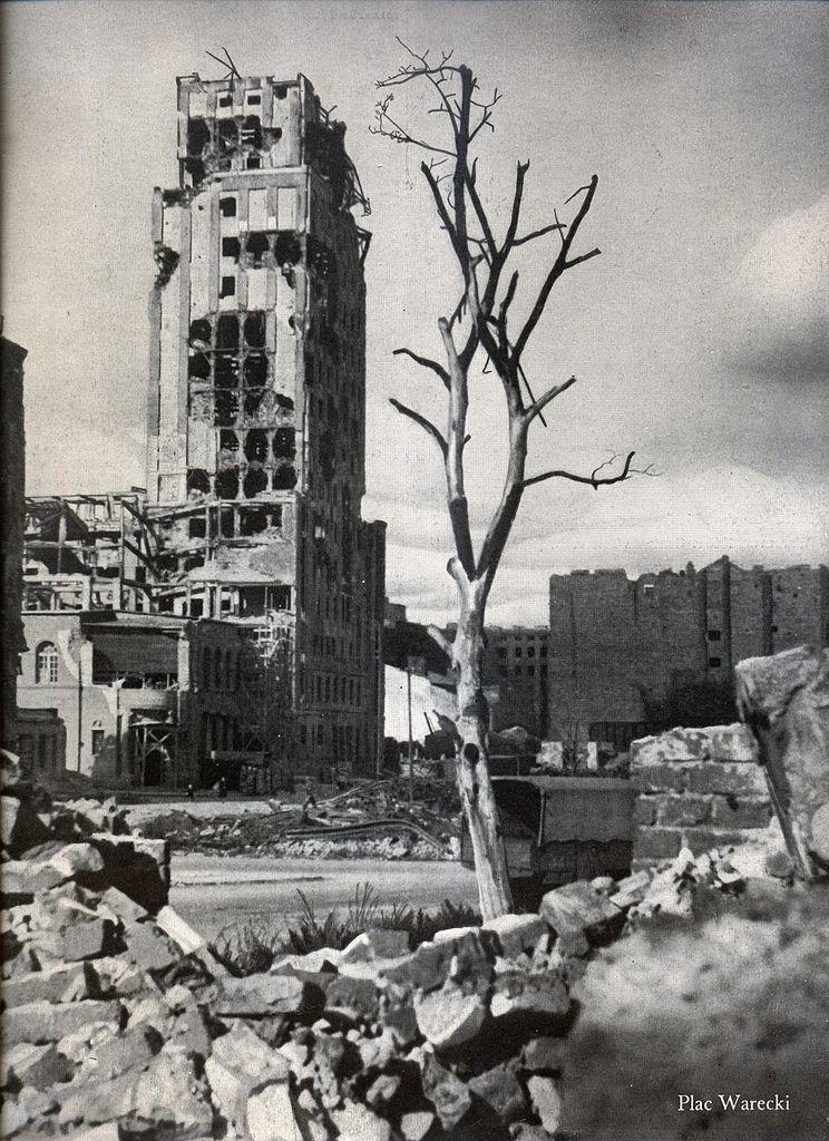 Plac Warecki et immeuble du Prudential à Varsovie détruit en 1945 - Photo de Maćkowiak