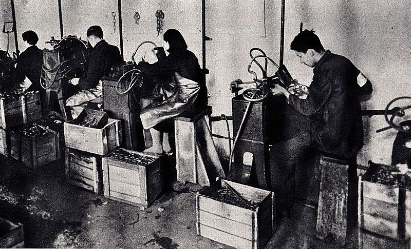 Atelier de confection du ghetto de Varsovie.